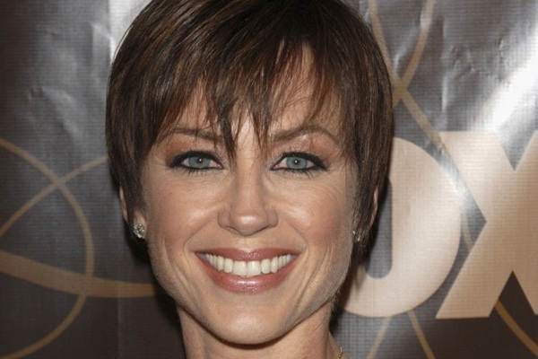23280816-dorothy-hamill-haircut