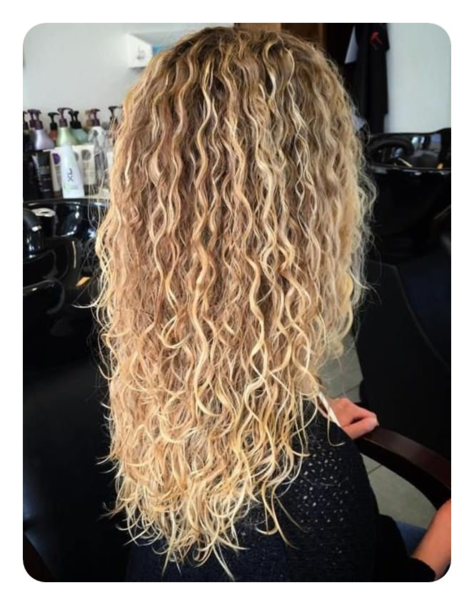 How to Get Curly Hair to Turn Into Wavy Hair foto