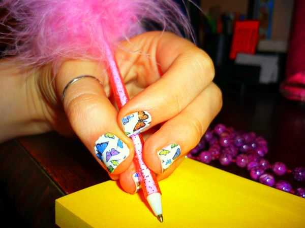 28091215-butterfly-nails