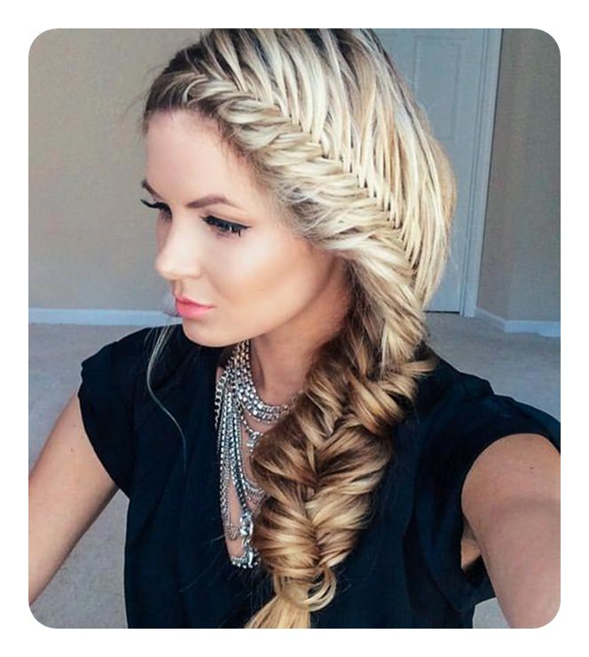 9 A Classy Style This Beautiful Fishtail Braid Is Positioned To The Side