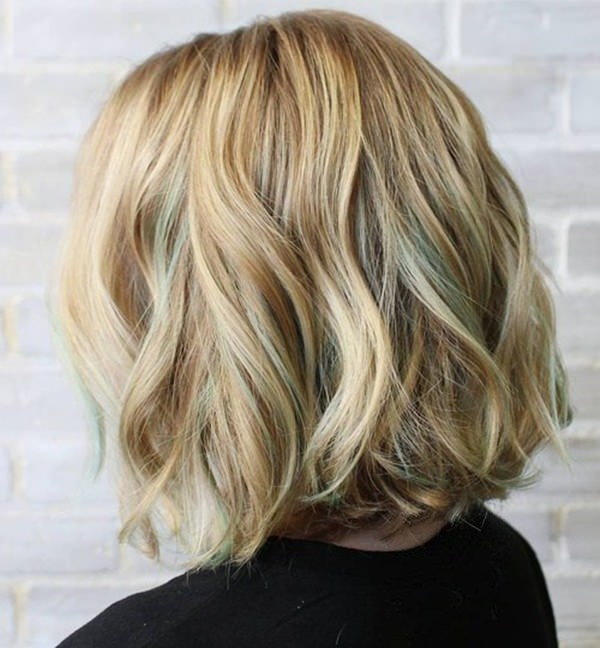 50280816-short-curly-hairstyleshoneyblondewavybobwithpastelgreenhighlights