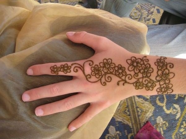 53110416-henna-tattoo-designs