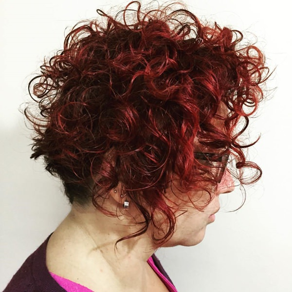 70280816-short-curly-hairstylesshortcurlyhairstyleformaturewomen