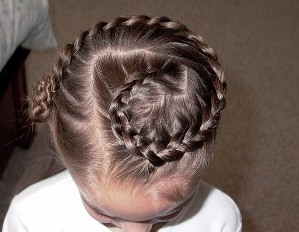 8150916-little-girl-hairstyles
