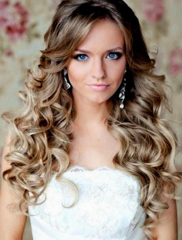 That Will Make Your Homecoming Style Truly Iconic We Love The Hair Because Its Long Loose And Gorgeous A Simple Classic Look