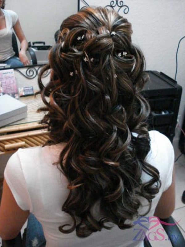 You Can Make A Normal Hairstyle Really Amazing Just By Adding Accessories.  Whether Itu0027s Flowers Or Gems, Find Something That Suits Your Dress As Well  As ...