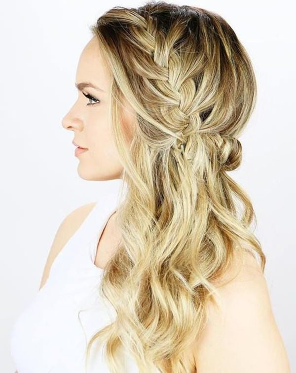 This Woman Has Incorporated A Loose Side Braid Into Her Wavy Style Its So Shiny And Beautiful We Love It