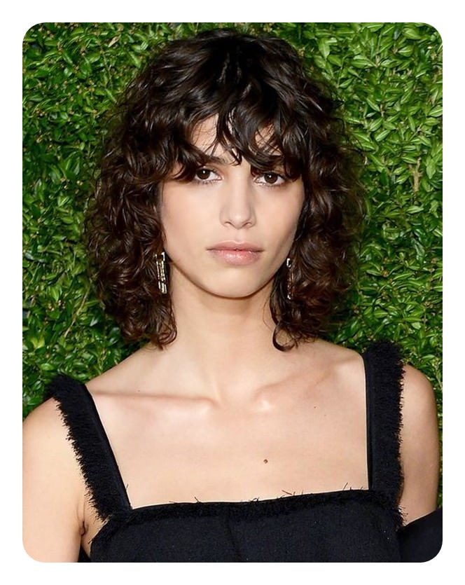 63 modern shag haircuts to change up your style just because you have naturally curly hair doesnt mean that you cant have the shaggy style this is a great example of the shaggy style with curls solutioingenieria Images